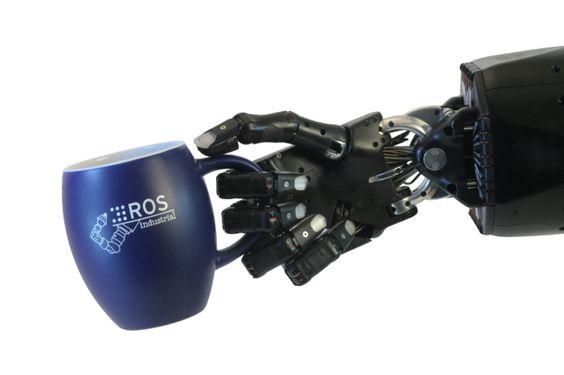 No temas a esta mano robótica porque es capaz de ver lo que le das para agarrar