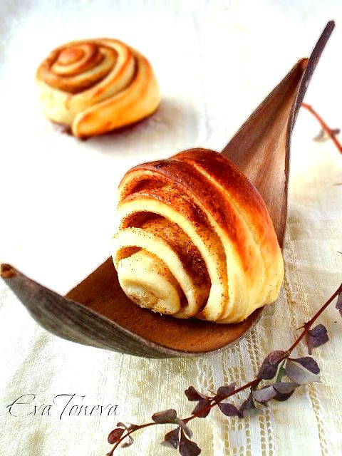 Korvapuustit - Finnish cinnamon buns. These look yum from start to (you guessed it) Finnish.