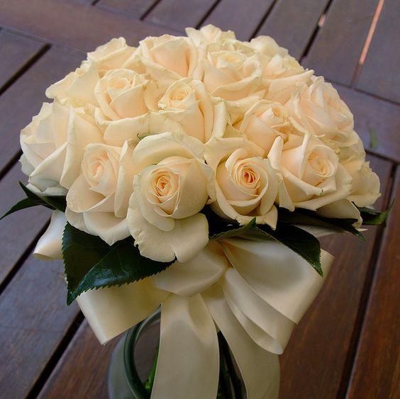 www.fbdesign.com.au P70 Vendella Rose wedding bouquet with camellia leaf collar