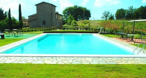 Agriturismo Il Sasso Anghiari This 19th century stone farmhouse is surrounded by Tuscan hills, 30 km from Arezzo. It features an outdoor pool with hot tub and sun terrace, overlooking the valley of Sovara river.