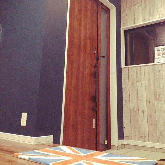 玄関 入り口 木目壁紙 ペンキ塗りました ユニオンジャック 玄関ドア