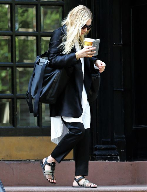 olsendaily:  Ashley leaving her apartment in NYC on August 31...