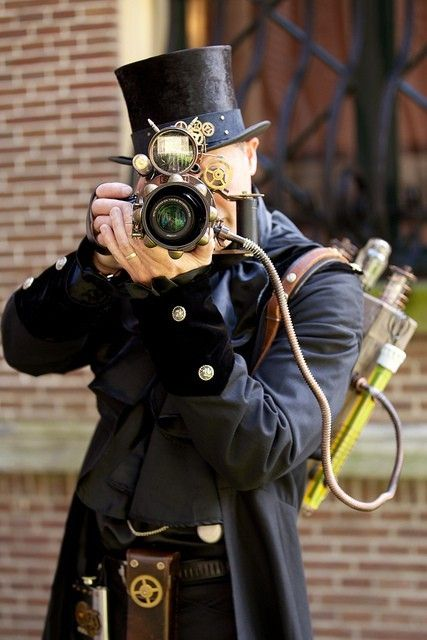 steampunk camera ... i think if i ever meet one of these guys, i gonna whack him a few times (usmc logic ;)
