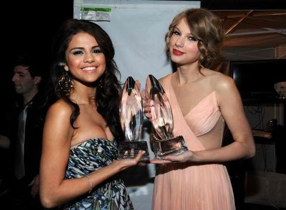 Brewing Rivalry Between Taylor Swift And Selena Gomez? Will The Besties Soon Be Frienemies? - http://asianpin.com/brewing-rivalry-between-taylor-swift-and-selena-gomez-will-the-besties-soon-be-frienemies/