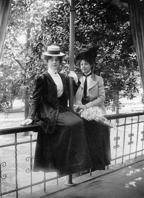 Unknown Vintage  Women