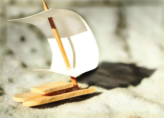 Mini boats to make and race with straws