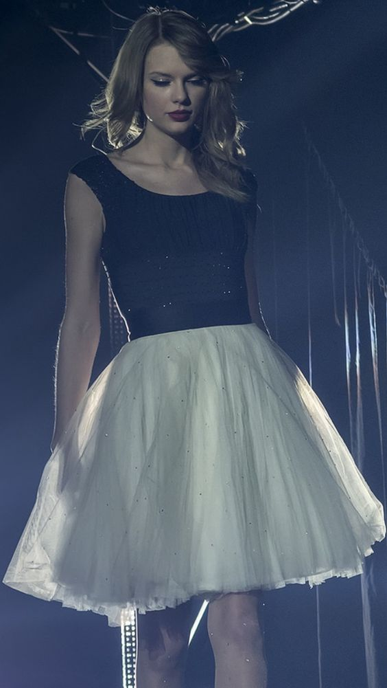 she looks so perfect standing there with the wavy, long, red era hair