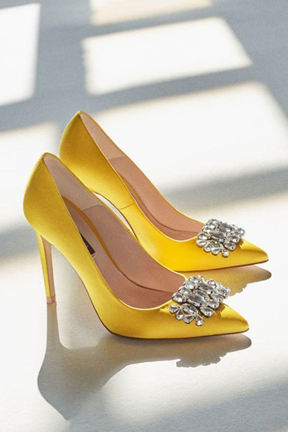 Die Wichtigsten Luxusmarken Der Welt Luxury Vintage Madrid Bieten Ihnen Die Beste Auswahl An Modernen Und K Schuhe Damen Schuhe Damen Sneaker Schuhe Frauen