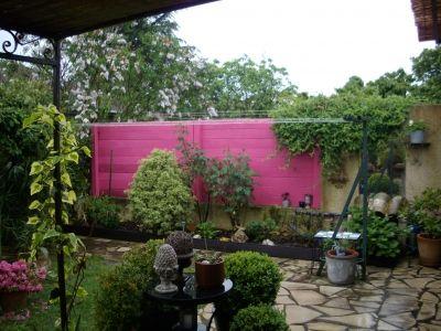 M lange des genres panneaux de bois peint en rose for Deco jardin claustra