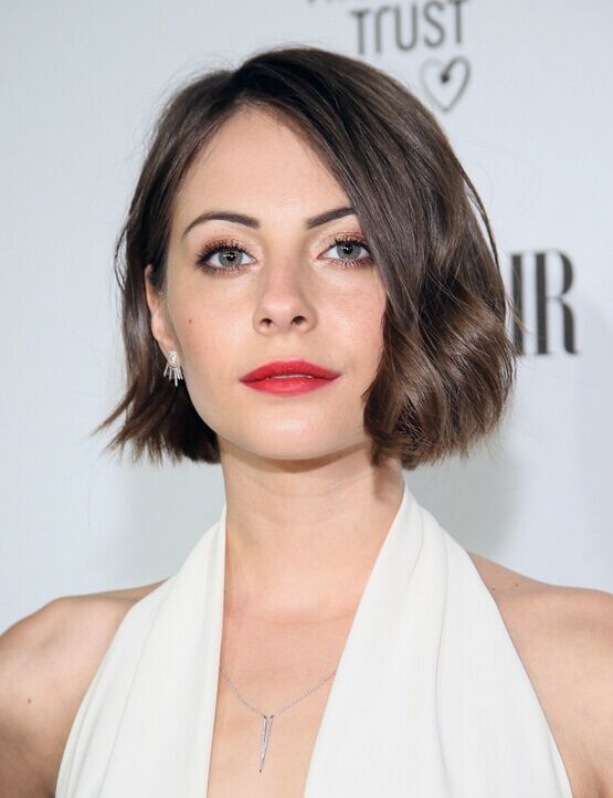 21 Trendy Hairstyles to Slim Your Round Face | Bobs, Wavy ...