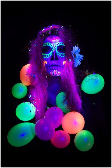 Lightpainting UV flashlight  Photographer: Shyroii ( Iris Cebrián)  Model : Greta Diaz