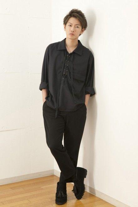 ツーブロックショートスタイルの佐藤健の髪型