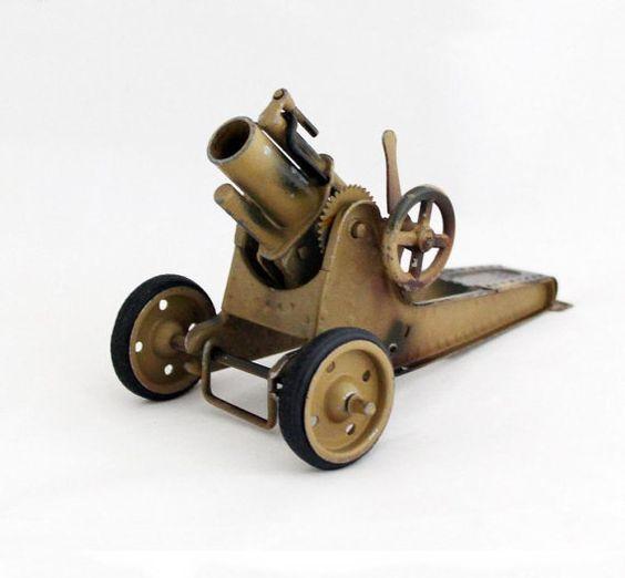 Mortero pesado Vintage juguete de Gescha por OldPrintLoft en Etsy