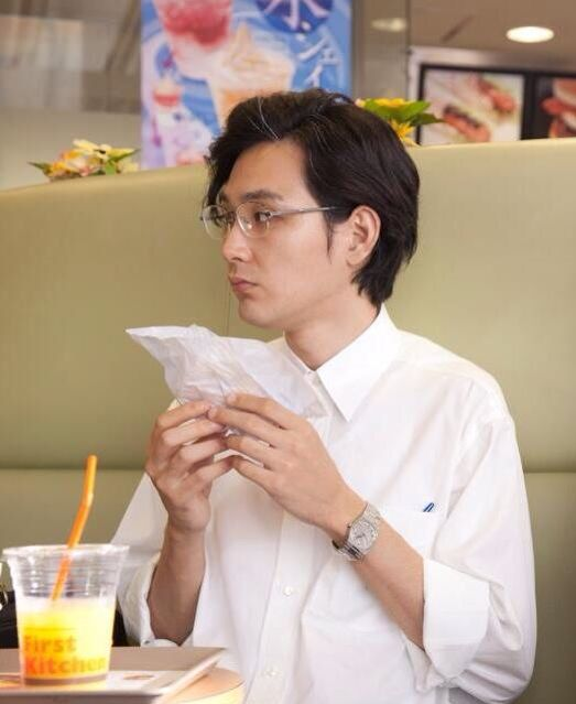 松田龍平の白シャツ