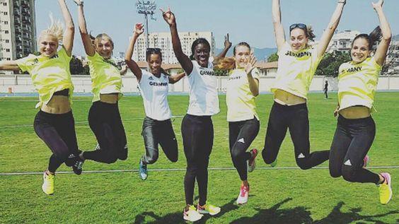 """""""Finale! Wir sind happy"""", schrieb Sprinterin Lisa Meyer zum Foto des 4x100m-Staffel-Teams.   Rio 2016: Olympia-Sportler bei Instagram & Co – FFH.de"""