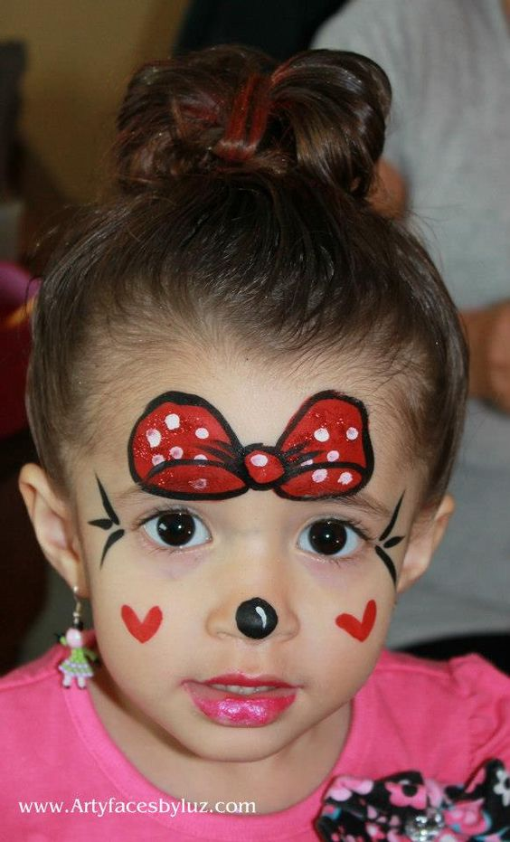 DIY Minnie Mouse face paint. This little girl is so darn ...