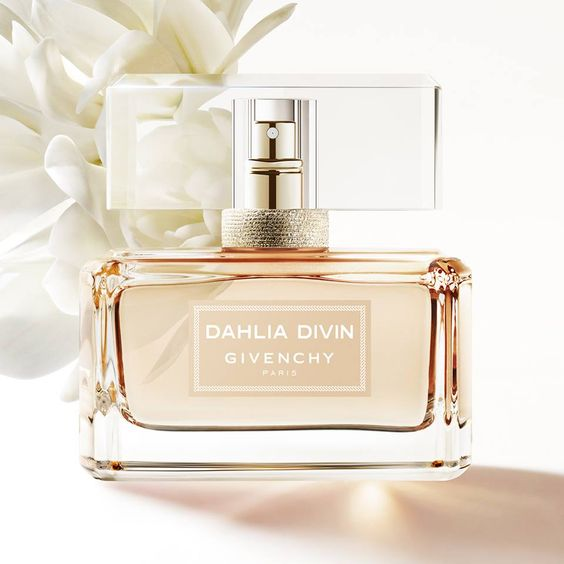 Dahlia Divin Nude Eau de Parfum by Givenchy is a Floral Fruity fragrance for women. Top notes are apricot and orange blossom; middle notes are jasmine sambac, osmanthus and rose; base notes are white musk and white wood.