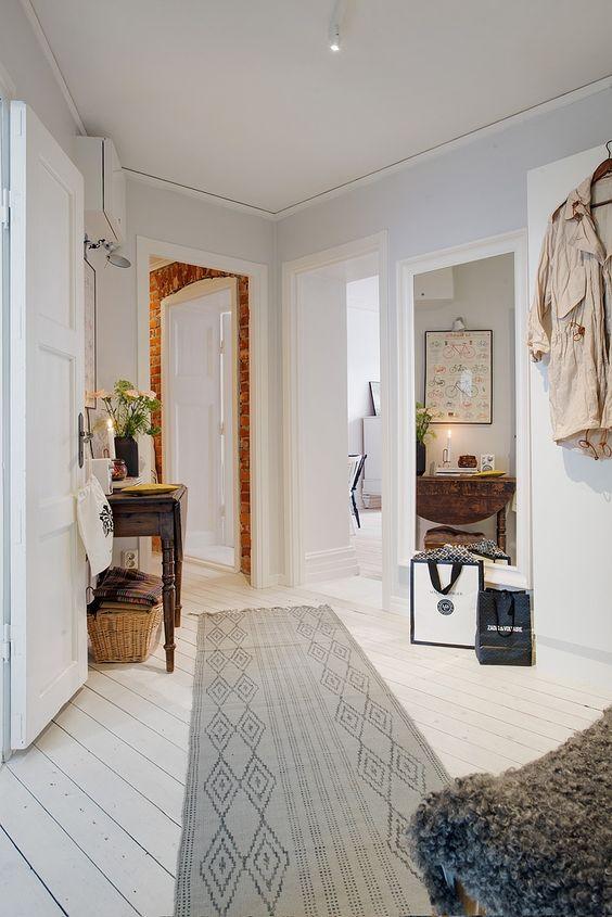 Mezclando epocas en decoracion. Sin reglas establecidas en este apartamento nordico.