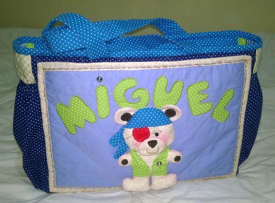 Ursinho pirata decorando a bolsa de passeio do  pequeno Miguel.