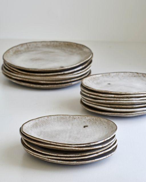White on Black Round Slab ceramic Plate, hand-made ceramics, studio pottery, Japanese ceramics.