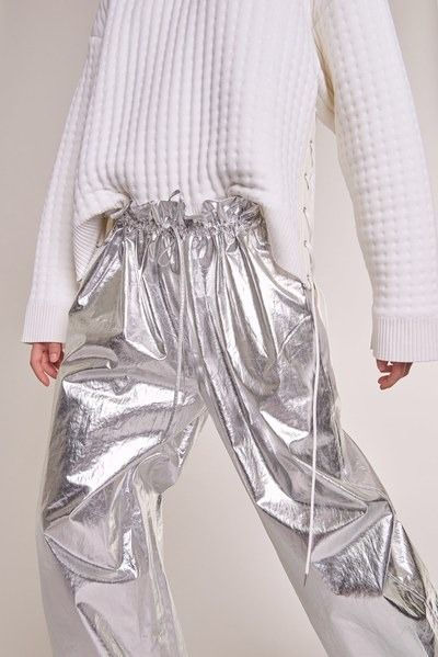 View the full Paco Rabanne Pre-Fall 2017 collection. #MetallicFashionTrends