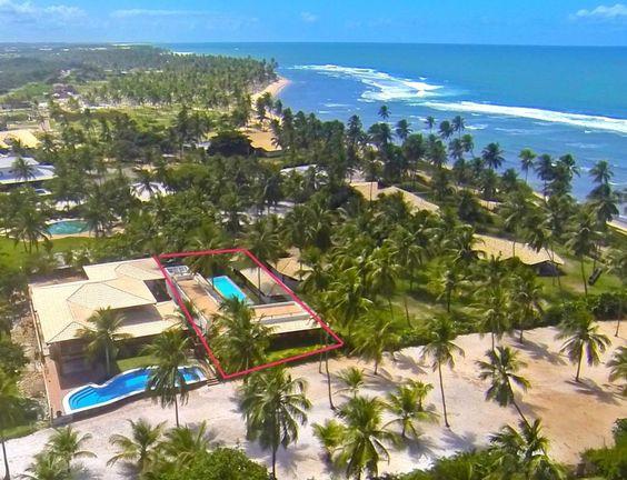 Casa em condomínio de alto padrão em uma das melhores localizações de Praia do Forte. Veja mais imóveis em Praia do Forte aqui agora -  http://www.imoveisbrasilbahia.com.br/praia-do-forte-imobiliaria