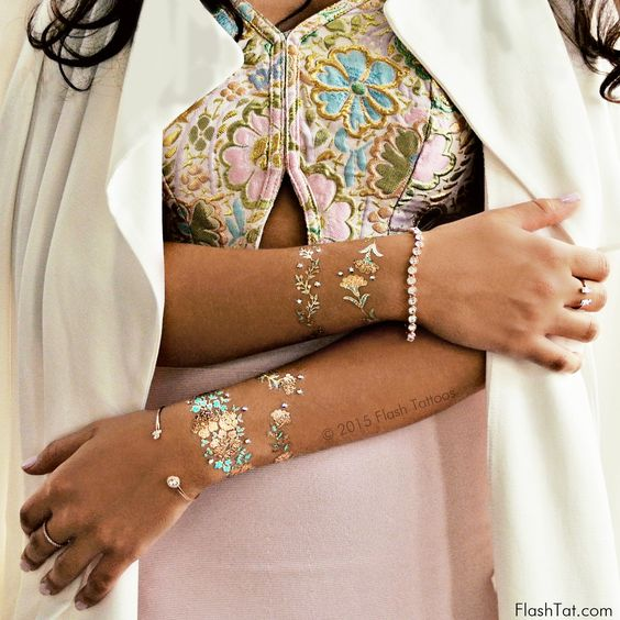 1 mini sheet   4 bracelets +15 crystals Darling. Dainty. Lucent. - Presenting Flash Tattoos with Swarovski® crystals – a unique line of innovative jewelry inspired temporary tattoos adorned with the s