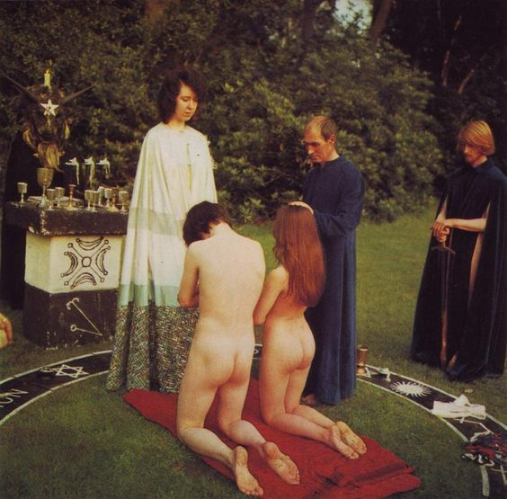 What initiation rites do Wicca members go through?