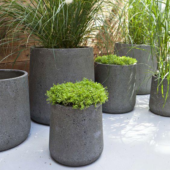 Castorama : 30 nouveautés pour la terrasse et le jardin - Pot ciment - CastoramaPrix : 39 ? - Pour la saison printemps-été 2013, Castorama a dévoilé quelques nouveautés pour la terrasse et le jardin. Découvrez nos 30 coups de coeur.: