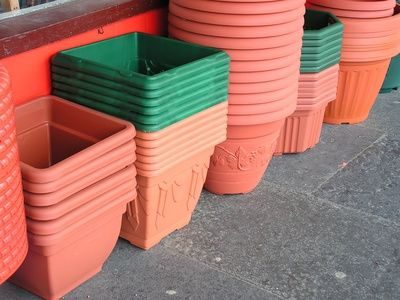 I have lots of plastic pots and now I can paint them to match my outdoor décor!!