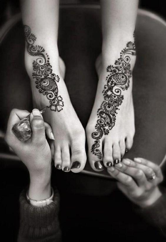 tatouage henné inpiration florale #pied