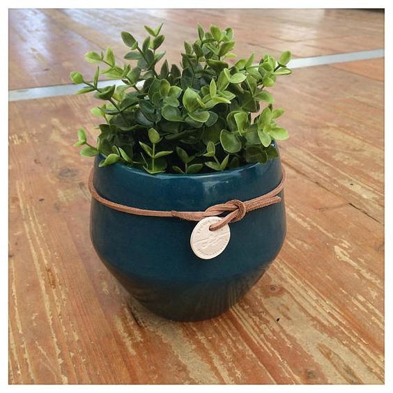 With its simple and classic shape, the handcrafted planter « Marie-Christine » will sublimate the space where you will put it. 100% handcrafted in France.  The pot is crafted in ceramic and Its enamel is glossy  The cat is not included, sorry. Height : 15 cm – Diameter : 18 cm Opening