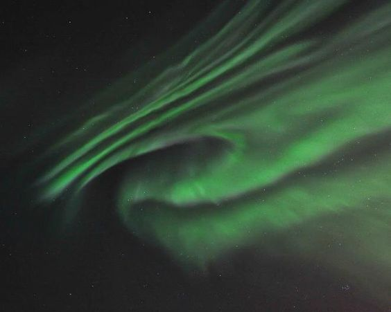 One more from Seattle photographer Doug Mahugh's incredible set of photos of the Northern Lights over Yellowknife! More photos: bit.ly/wsvsts
