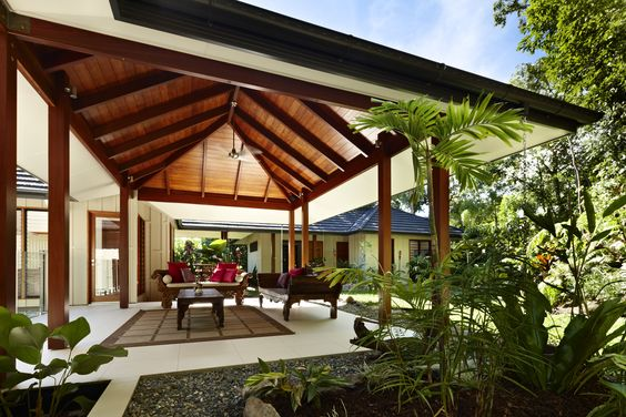 The classic pavillion style pole house in trinity beach for Beach house designs queensland
