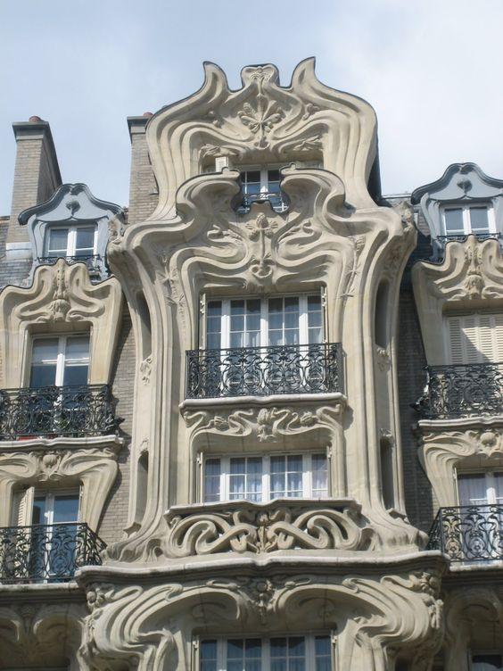 24 Place Étienne-Pernet, Paris | Paris, le nez en l'air
