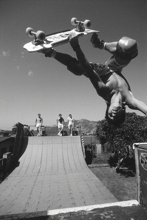 スケートボードで空中回転