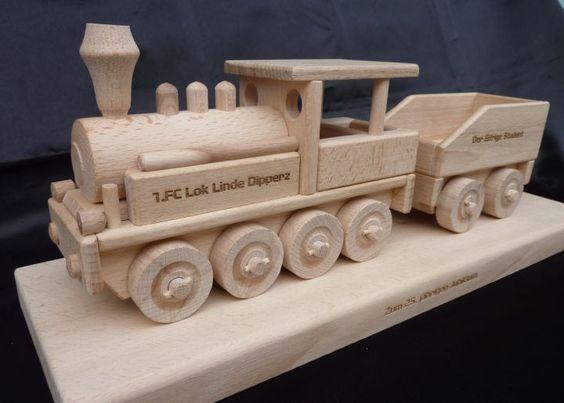 Geschenk/Spielzeug Lokomotive aus Holz mit Gravur