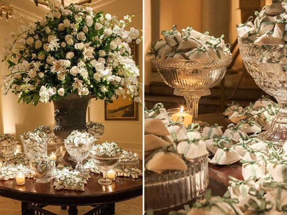 Mesa de doces - Decoração em verde e branco para um casamento clássico - Bem casados ( Decoração: Flavia Fonseca de Moraes )