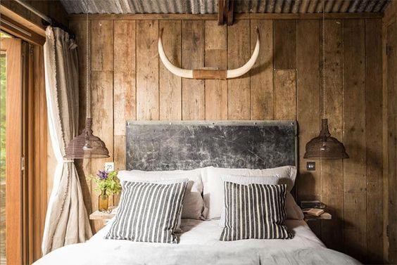 dormitorio-estilo-rustico-cabana-paredes-forradas-madera