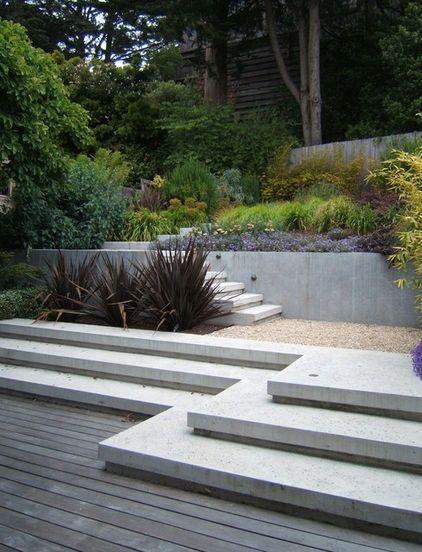 Gartengestaltung landschaftsbau treppen beton stützmauer farben ...