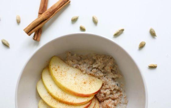 Gesund durch den Winter: Mit wärmenden Speisen & Zimt-Kardamom-Porridge