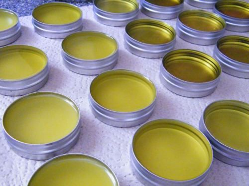 SO EASY...How to make Herbal Salve. This whole site is bombtastic.
