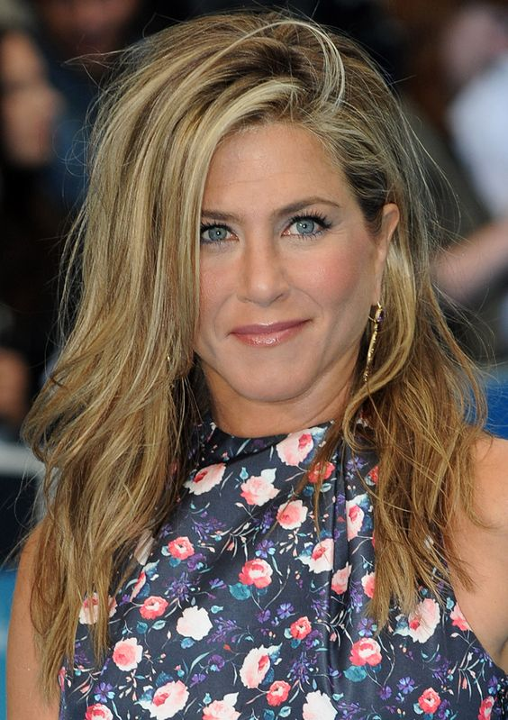 Jennifer Aniston tousled hair http://beautyeditor.ca/2013/08/15/did-jennifer-aniston-forget-to-brush-her-hair-or-do-you-actually-like-this-messy-look/