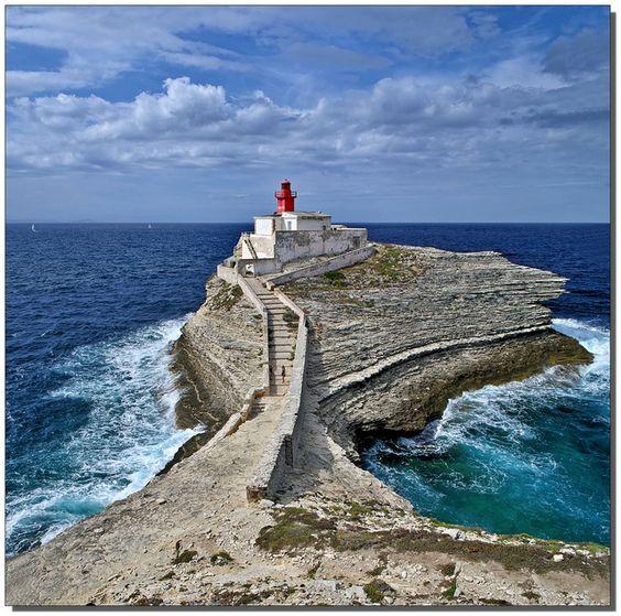 phare de la Madonettase trouve à l'ouest deBonifacio Corse-du-Sud France 41.386944, 9.144722