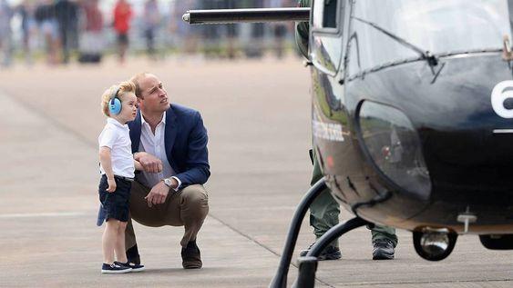 Por qué el príncipe Guillermo se agacha siempre que habla con su hijo. Es un método de crianza, se llama 'escucha activa' y va de comprender los berrinches de los críos