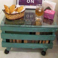 Aprenda como fazer uma mesa a partir de um caixote de feira! Você pode adorar, confira! Viemos com u