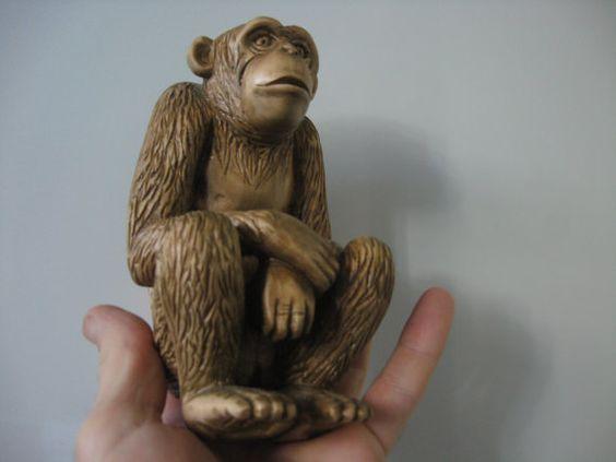 Dřevěné opice. podle CarvedUA na Etsy