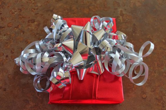 How to pleat your gift wrap for a beautiful presentation of a present.  Randomocity: That's a Wrap! (Pleated Paper Technique)