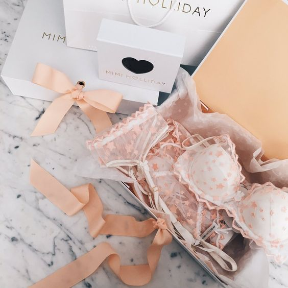 30DD (@thirtydd) | Twitter - Mimi Holliday â@TheMimiHolliday  - Gift wrapping that makes treating someone else (or yourself) a pleasure  #gifting #MimiHolliday #luxurylingerie