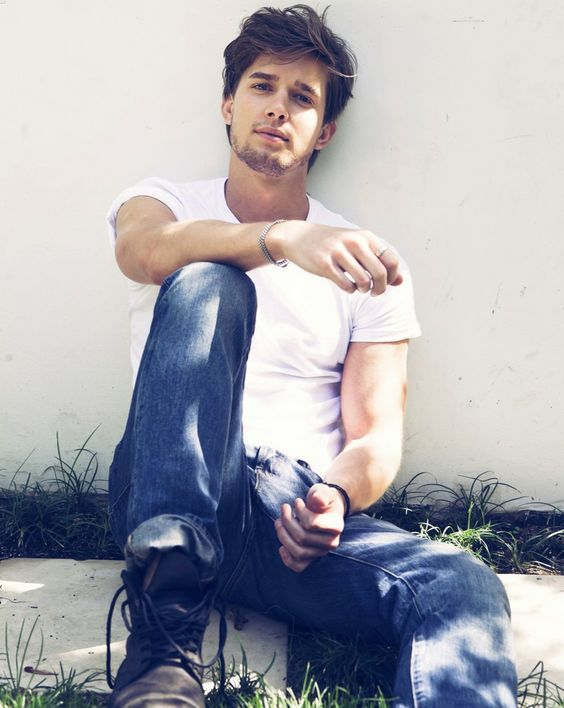 Pretty Little Liars is the world's worst show, but Drew Van Acker is a good-looking man.